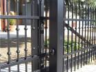 Ocelová posuvná brána, provedení LUX, vzor AW.10.45, barva černá mat RAL 9005