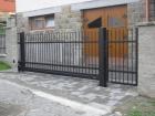Ocelová posuvná brána, provedení STYL, vzor AW.10.07, barva černá mat struktura RAL 9005