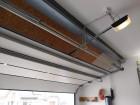 Sekční garážová vrata s pohonem Metro io s možností ovládání pomocí chytrých technologií