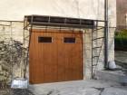 Křídlová vrata z trapézového plechu, design svislá úzká lamela, fólie dekor zlatý dub