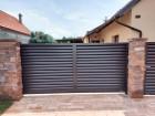 Lamelový plot z ocelových žaluzií HOME INCLUSIVE, vzor AW.10.229, barva hnědá RAL 8017