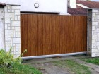 Moderní plot z trapézového ocelového plechu, vzor AW.10.TT, fólie dekor zlatý dub