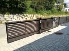 Moderní plot z ocelových profilů MODERN, vzor AW.10.104, barva hnědá RAL 8019