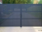 Moderní plot z děrovaného ocelového plechu MODERN, vzor AW.10.111, barva šedá grafitová RAL 7016