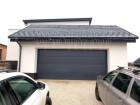 Sekční vrata UniPro, design nedělený panel, barva šedá RAL 7016